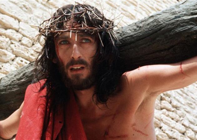 Ο Ιησούς από τη Ναζαρέτ: Πώς είναι σήμερα ο 71χρονος Robert Powell | tlife.gr