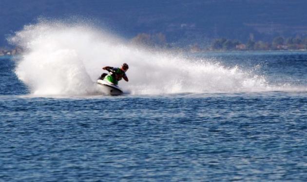 Κρήτη: Δύο αδέλφια συγκρούστηκαν με τζετ σκι – Σοβαρά τραυματίστηκε ο ένας