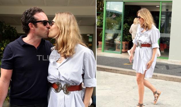 Βίκυ Καγιά: Το φιλί στον άντρα της και τα κιλά της εγκυμοσύνης που έχασε! Φωτογραφίες