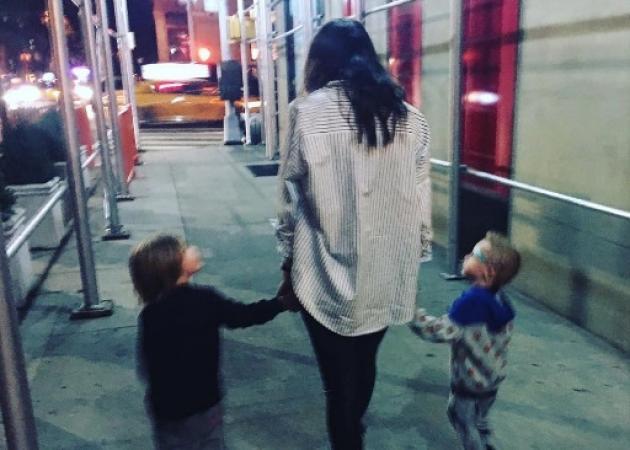 Σοφία Καρβέλα: Βόλτες και παιχνίδια με τα αγόρια της!