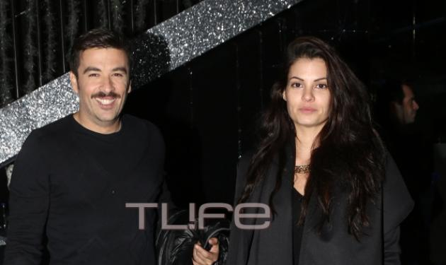 Μαρία Κορινθίου: Αμακιγιάριστη στα μπουζούκια με τον σύζυγό της! | tlife.gr