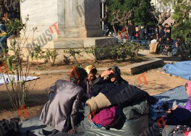 Δράμα στην πλατεία Βικτωρίας: Κοριτσάκι ημιλιπόθυμο από τον πυρετό
