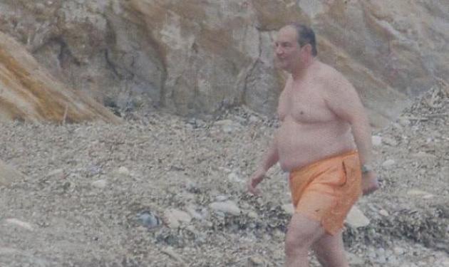 Στη Ραφήνα για μπάνιο ο Κ.Καραμανλής | tlife.gr