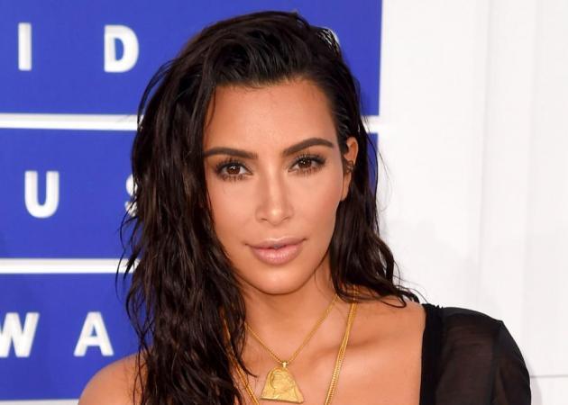 Η Kim Kardashian κάνει μακιγιάζ στο σώμα και αυτή την photo πρέπει να τη δεις ο-πωσ-δή-πο-τε!