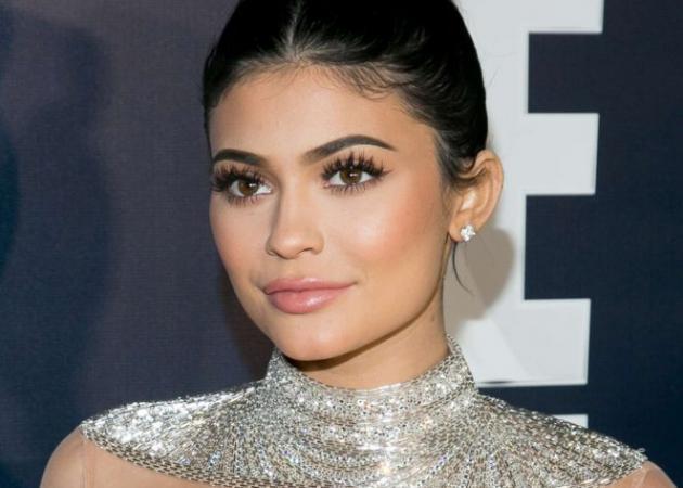 Μετά τα highlighters η Kylie Jenner ετοιμάζει ματ ρουζ | tlife.gr