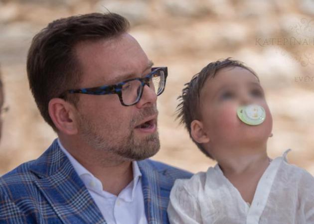 Βάφτισε τον γιο του ο δημοσιογράφος Σπύρος Λάμπρου! Φωτογραφίες