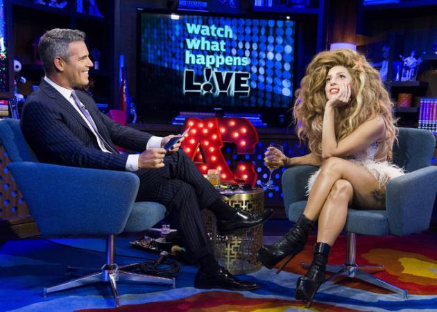 Η Lady Gaga με την πιο τρελή περούκα που έβαλε ποτέ!