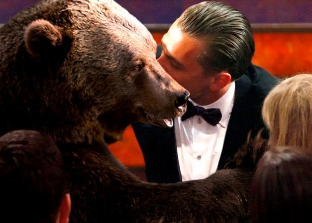 Leonardo Di Caprio: Πήρε επιτέλους το Όσκαρ! Φίλησε την αρκούδα πριν ανέβει στη σκηνή | tlife.gr