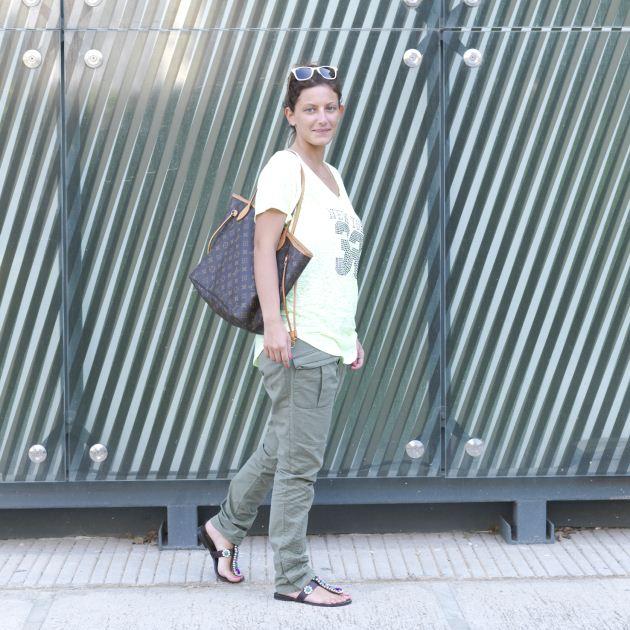 1   Η Αλεξάνδρα με το ντύσιμο που ήρθε στο studio