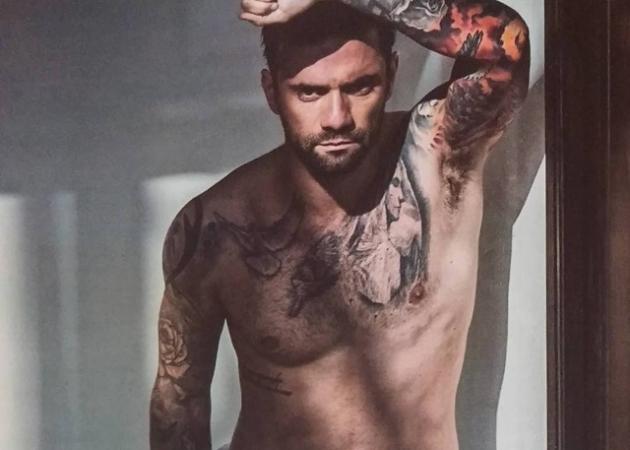 Χαμός με την σέξι φωτογράφιση του Θοδωρή Μαραντίνη – Αποκαλύπτει ότι συχνά κυκλοφορεί γυμνός στο σπίτι!