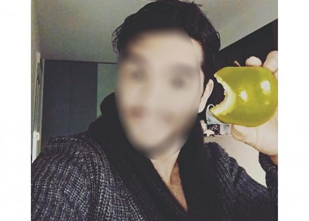 Ποιος Έλληνας τραγουδιστής μας δείχνει το υγιεινό σνακ του; | tlife.gr