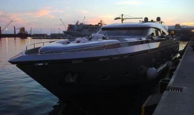 Ποιoς γνωστός επιχειρηματίας πουλά το σκάφος του; | tlife.gr