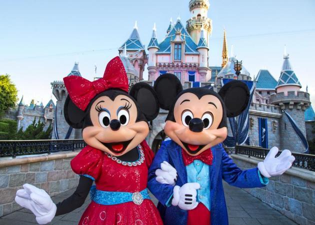 H Disneyland… έρχεται στην Ελλάδα αναζητώντας προσωπικό