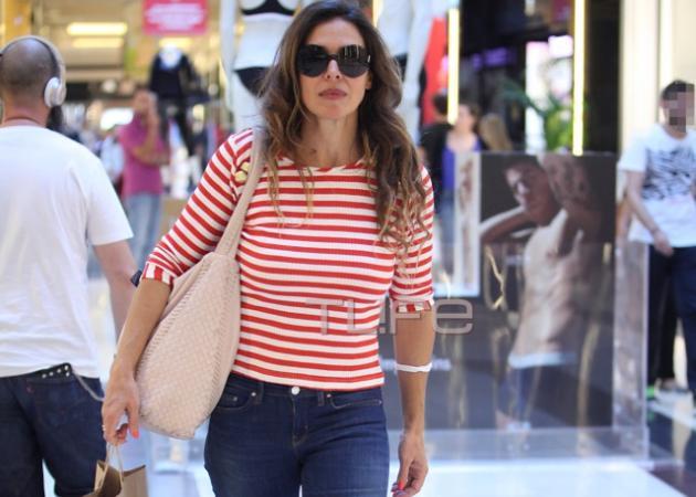 Ναταλία Δραγούμη: Για ψώνια στα βόρεια προάστια με τον γιο της! | tlife.gr