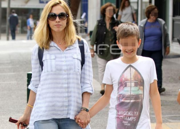 Ντορέττα Παπαδημητρίου: Βόλτα με τους γιους της στη Γλυφάδα! | tlife.gr