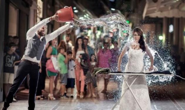 Κρήτη: Δεν είναι φωτομοντάζ – Ο γαμπρός μπουγέλωσε τη νύφη μετά τον γάμο!   tlife.gr