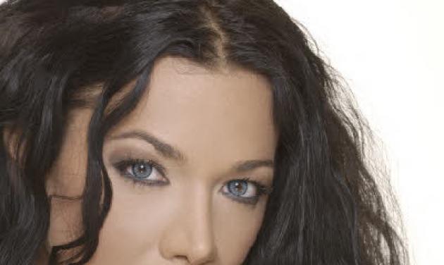 Τραγουδίστρια έπεσε από το μπαλκόνι του σπιτιού της! | tlife.gr