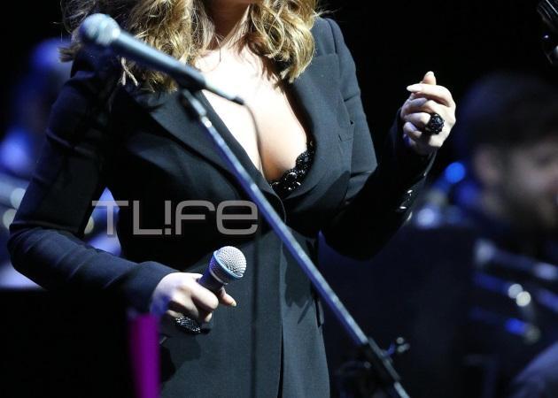 Ποια διάσημη Ελληνίδα τραγουδίστρια τρέλανε με το ντεκολτέ της στη σκηνή; | tlife.gr