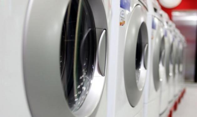 Η γιαγιά έκρυψε 200.000 ευρώ στο πλυντήριο, αλλά το έμαθε ο γείτονας!