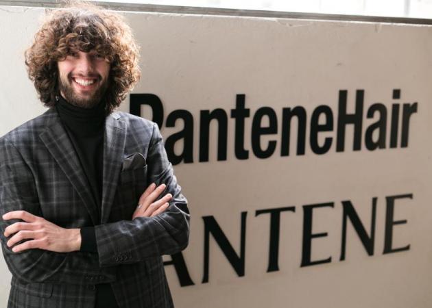 Να σου συστήσουμε τον νέο official hairstylist του Pantene Pro-V (αν και το έχουμε κάνει ήδη)!