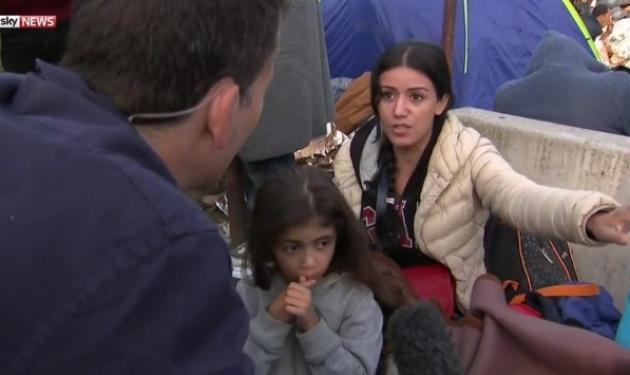 Συγκινεί η μάνα πρόσφυγας: Πάρτε το παιδί μου κι αφήστε εμένα! | tlife.gr