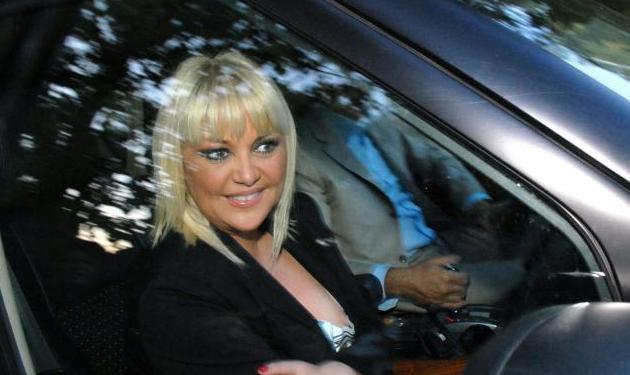 Το ατύχημα της Ρούλας στο πλατώ!   tlife.gr