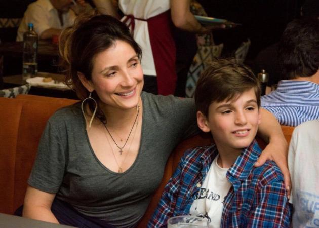 Ευδοκία Ρουμελιώτη: Σπάνια έξοδος με τους γιους του συζύγου της! | tlife.gr