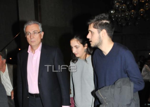 Θοδωρής Ρουσόπουλος: Σπάνια εμφάνιση με τα παιδιά του! [pics]