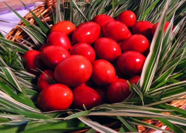 Κόκκινα αυγά: Γιατί βάφουμε κόκκινα τα πασχαλινά αυγά; Τι  λέει η παράδοση | tlife.gr