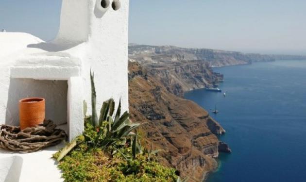 Πρώην πλούσιοι βγάζουν στο σφυρί βίλες εκατομμυρίων σε ελληνικά νησιά | tlife.gr