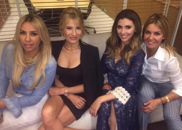 Φαίη Σκορδα: Βραδινή έξοδος με φίλες! [pics]