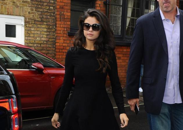 Tι είναι τα γυαλιά ηλίου της Selena Gomez;   tlife.gr