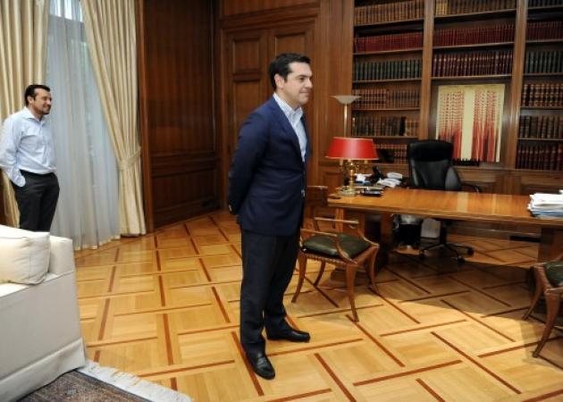 Τσίπρας – Παππάς αφήνουν τον Θεοδωράκη… πρωθυπουργό και πάνε διακοπές! | tlife.gr