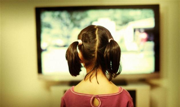 Το 2013 είδαμε λιγότερη τηλεόραση, παρά την κρίση! Ποιες ήταν οι τηλεοπτικές μας συνήθειες την χρονιά που φεύγει; | tlife.gr
