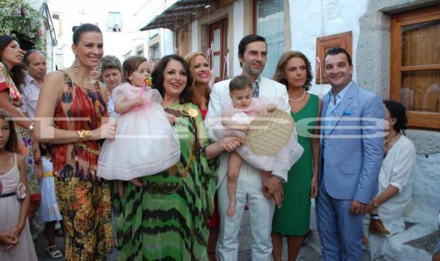 Η βάπτιση των διδύμων της Calliope! Το TLIFE ήταν εκεί! | tlife.gr
