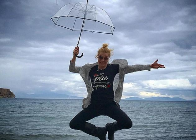 Βροχές και καταιγίδες! Έτσι σχολιάζει η ελληνική showbiz την απότομη αλλαγή του καιρού | tlife.gr