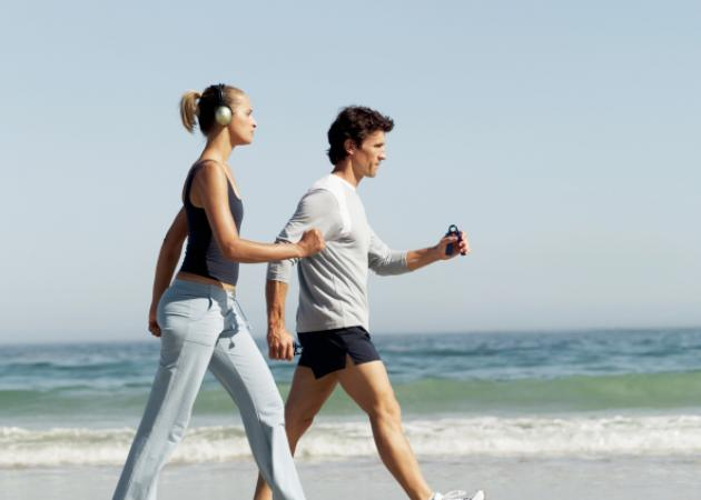 Πόσες θερμίδες καις με το περπάτημα – Με πόσα βήματα θα χάσεις 1 κιλό | tlife.gr