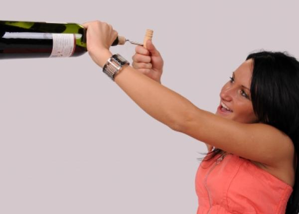 Οι μορφωμένες πίνουν περισσότερο! | tlife.gr