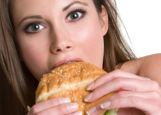 """Μήπως μετά το clubbing τρως """"βρώμικα""""; Δες τι πρέπει να φας…"""