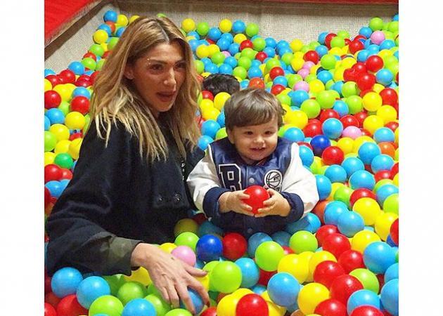 Αγγελική Ηλιάδη: Στην παιδική χαρά με τον γιο της! Φωτό | tlife.gr