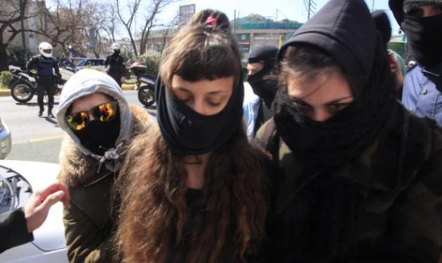 H στιγμή της σύλληψης της 22χρονης Αγγελικής | tlife.gr