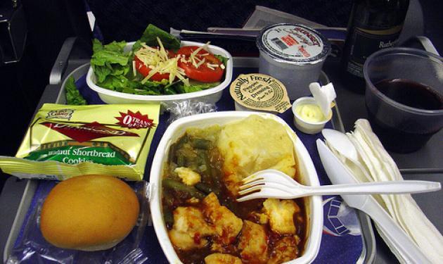 Σου μοιάζει το φαγητό του αεροπλάνου άνοστο; Μάθε γιατί!