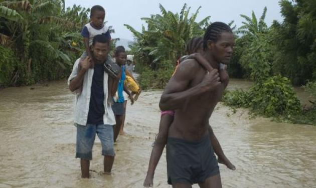 Aϊτή: Μετά το σεισμό και τη χολέρα, ο φονικός τυφώνας! | tlife.gr