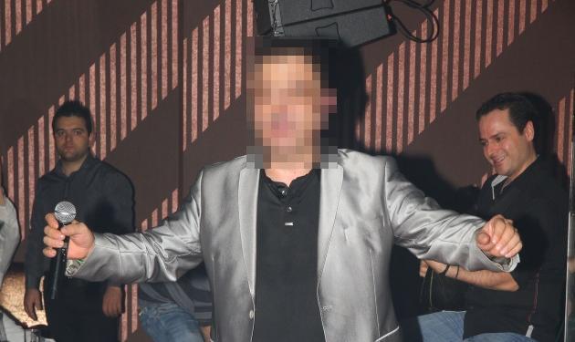 Οι δύσκολες ώρες γνωστου Έλληνα τραγουδιστή – Ένιωσε να «σβήνει» πάνω στην πίστα!   tlife.gr