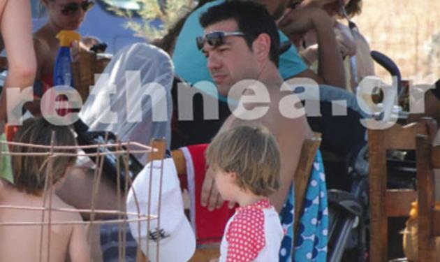 Ο Αλέξης Τσίπρας κάνει οικογενειακές διακοπές στο Ρέθυμνο! Φωτογραφίες