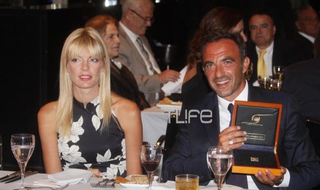 N. Αλιάγας: Η βράβευση με την σύζυγό του στο πλευρό του! Τι απαντά στις αρνητικές κριτικές για το γραμματόσημο | tlife.gr