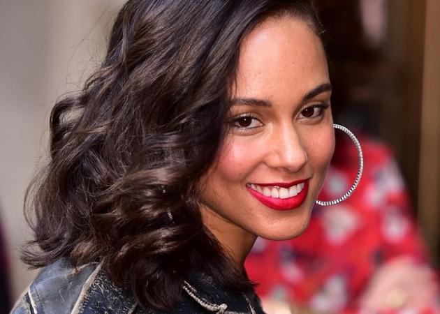 Η Alicia Keys αποφάσισε να σταματήσει να κάνει μακιγιάζ για πάντα! Δες photo από το κόκκινο χαλί! | tlife.gr