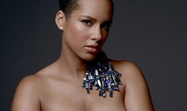 Alicia Keys: Ποζάρει γυμνή με τη φουσκωμένη κοιλίτσα της, για καλό σκοπό!   tlife.gr