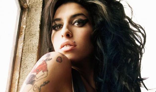 Η νεκροψία δεν έδωσε απαντήσεις για το θάνατο της Amy Winehouse   tlife.gr