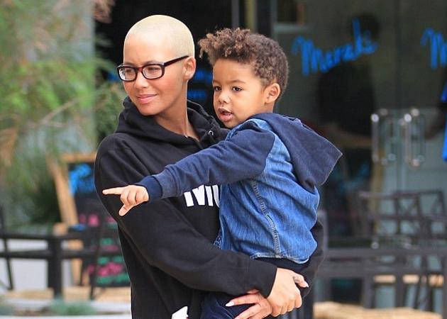 Η Amber Rose έκανε με τον γιο της πεντικιούρ! Τι λες; | tlife.gr